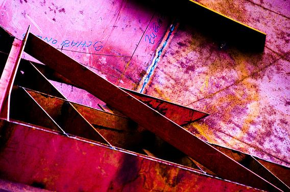 Roze trap metaal van Edith Lüthi