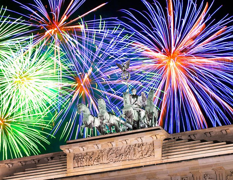 Vuurwerk boven de Brandenburger Tor en de Quadriga van Frank Herrmann