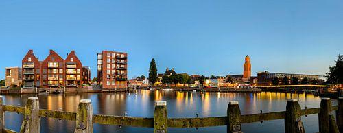 Uitzicht op de skyline van Zwolle 's avonds