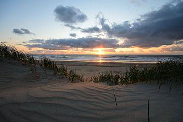 Zonsondergang in de duinen van Remco Swiers