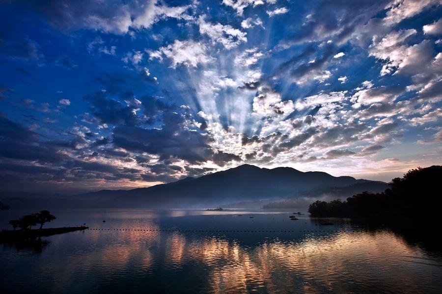Sun Moon Lake van Nanouk el Gamal - Wijchers (Photonook)