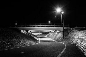 Fietstunneltje bij koedijk bij nacht van