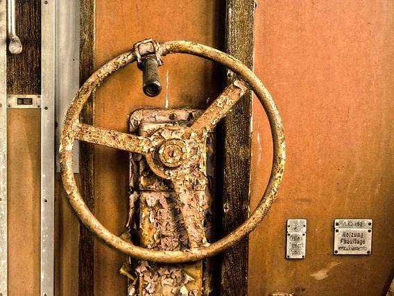 Stuurwiel oude trein van Nathalie Snoeijen-van Eck