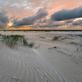 Zonsondergang aan het strand van IJmuiden van Rob IJsselstein