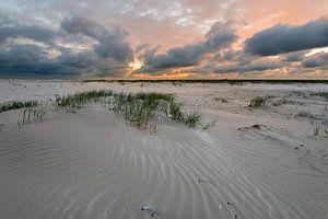 Zonsondergang aan het strand van IJmuiden