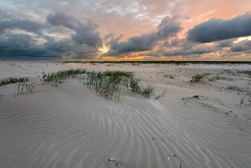 Zonsondergang aan het strand van IJmuiden van