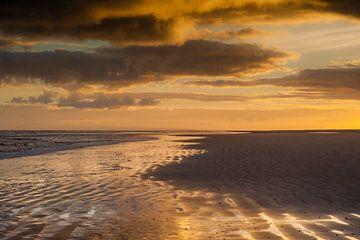 Sonnenaufgang Strand Schiermonnikoog von Margreet Frowijn