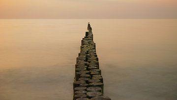 Buhne im Meer von Annette Sturm