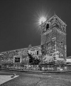 Kerkje van Moarves de Ojeda in Noord Spanje in zwart-wit van Harrie Muis
