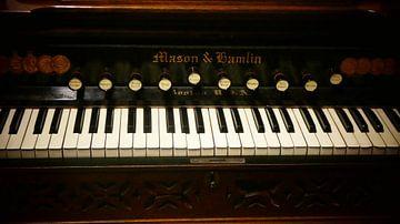 Piano toetsen in het licht  van Wilbert Van Veldhuizen