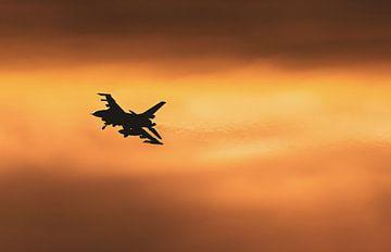 Moody sky voor de F16 tijdens de draai voor de landing van Stefano Scoop