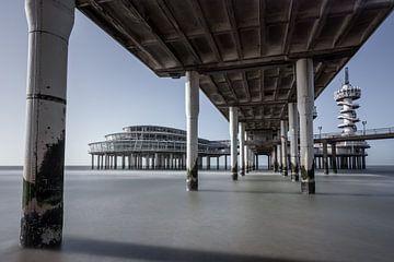 Pier à Scheveningen sur Albert Mendelewski