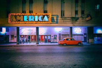 Roter Oldtimer vor dem Kino America von Tilo Grellmann | Photography