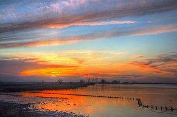Zonsondergang Palendijk Eemmeer bij Spakenburg von Watze D. de Haan