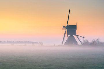 Broekmolen Streefkerk in de mist van Richard Nell