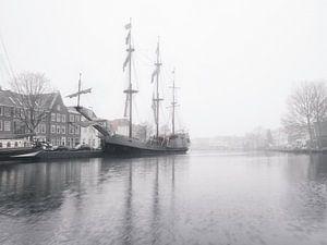 Tallship de Soeverijn bij mist.