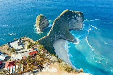 Luftaufnahme des Strandes von Kling King auf Nusa Penida von Nisangha Masselink