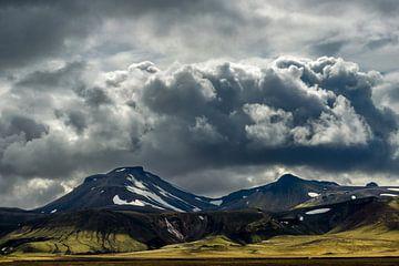 Dreigende wolken boven Landmannalaugar
