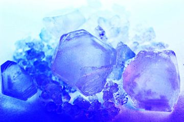 Paars en blauwe kristallen  van Gera Wijlens