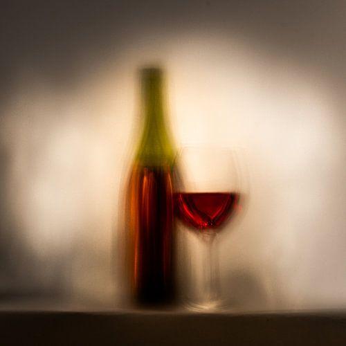 Fles en glas wijn