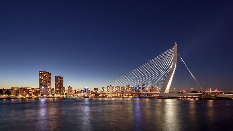 Rotterdam Skyline van Michael Valjak