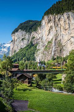 Lauterbrunnen trein, kerk en waterval van Fenna Duin-Huizing