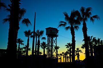 sunset boulevard met kabelbaan Barcelona van Bert Bouwmeester