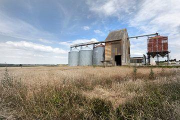Alte Getreidesilos in Frankreich von Peter de Kievith Fotografie