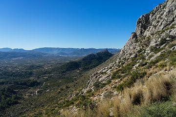 Felsen und blaue Weite von Montepuro