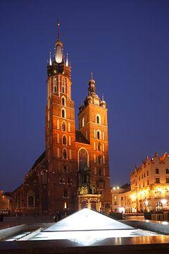 St. Mary's Basilica  on the Rynek at dusk, UNESCO World Heritage Site,  Krakow, Lesser Poland, Polan
