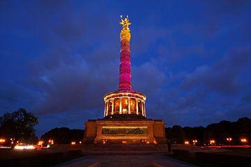 Die Berliner Siegessäule in rotem Licht von Frank Herrmann
