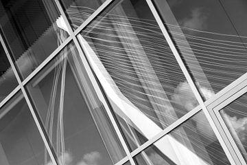 Erasmus-Brücke im Fenster von Leontine van der Stouw