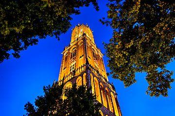 De Domtoren in de avond. Domstraat, Utrecht. van George Ino
