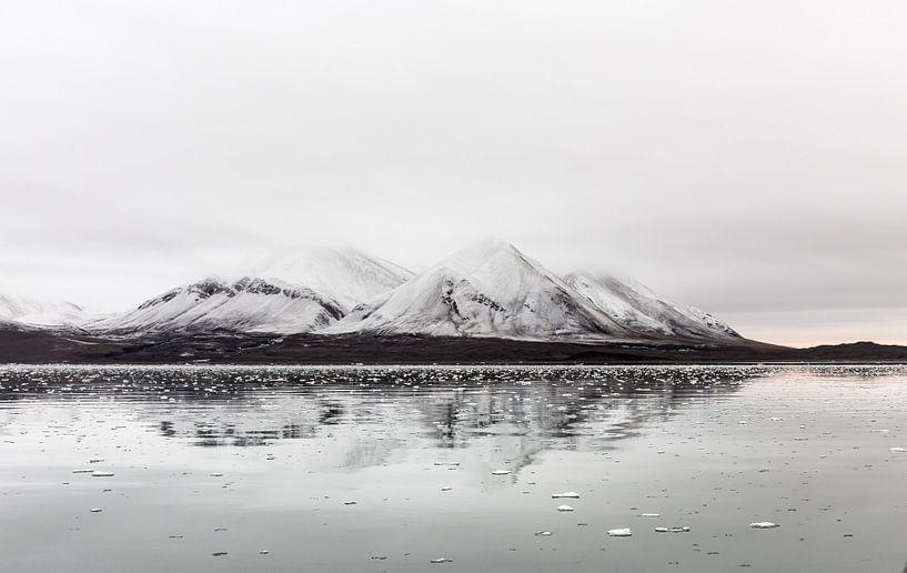Spitsbergen-3 van Claudia van Zanten