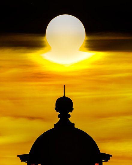 Top van de vuurtoren van Stavoren en zonsondergang