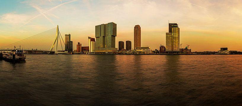 Rotterdam à l'horizon au coucher du soleil sur Frank Herrmann