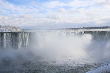 Niagara Watervallen in de winter van Anne Mulder
