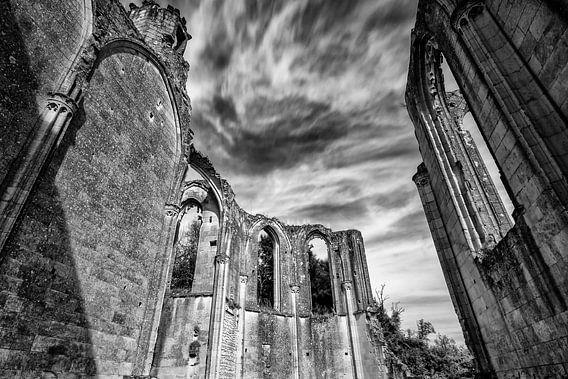 Oude kerk en abdij ruïnes in de de Loire, Frankrijk, Tranchelion Les Roches