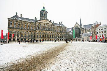 Place du barrage de neige à Amsterdam Pays-Bas avec le Palais royal sur Nisangha Masselink