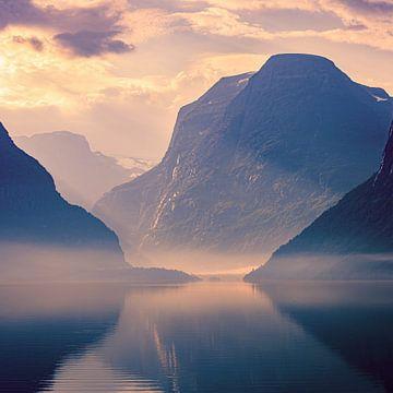 Sonnenaufgang Lovatnet, Norwegen von Henk Meijer Photography