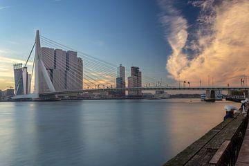 Le Kop van Zuid (Rotterdam) au lever du soleil sur Arisca van 't Hof