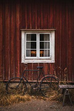 Scandinavisch sfeerbeeld met raam en fiets van Prints by Abigail Van Kooten