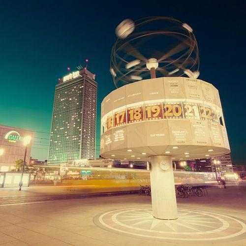 Berlin – Alexanderplatz / World Time Clock van Alexander Voss