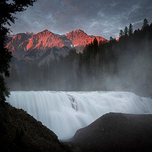 Red mountains Wapta falls van Leon Brouwer