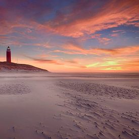Vuurtoren Texel bij zonsondergang van John Leeninga