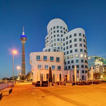 Im Medienhafen Düsseldorf (quadratische Version) von Michael Valjak