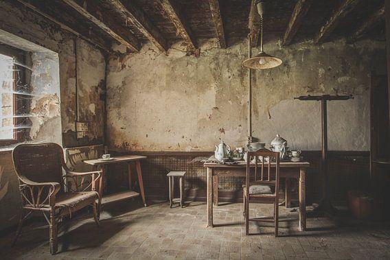 teatime van Anya Lobers