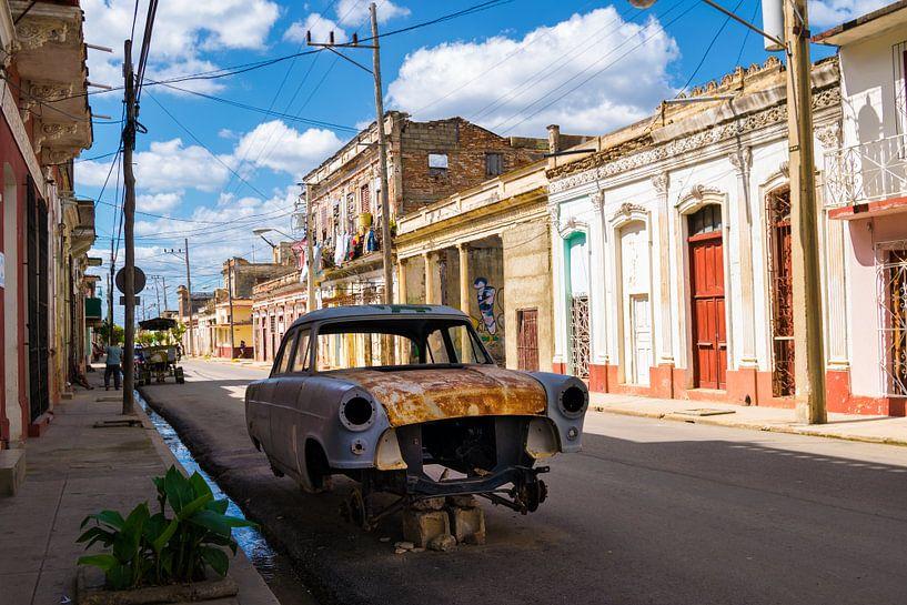 Kaputter Oldtimer in Cienfuegos - Kuba von Urlaubswelt