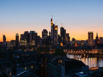 Frankfurt am Main met brug en skyline van Mustafa Kurnaz