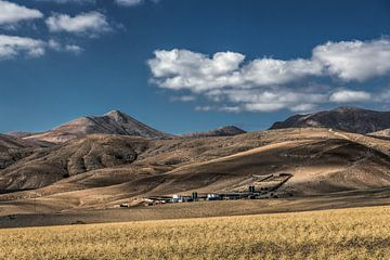 Boerderij nabij Quemada op Lanzarote, Canarische Eilanden-Spanje van Harrie Muis